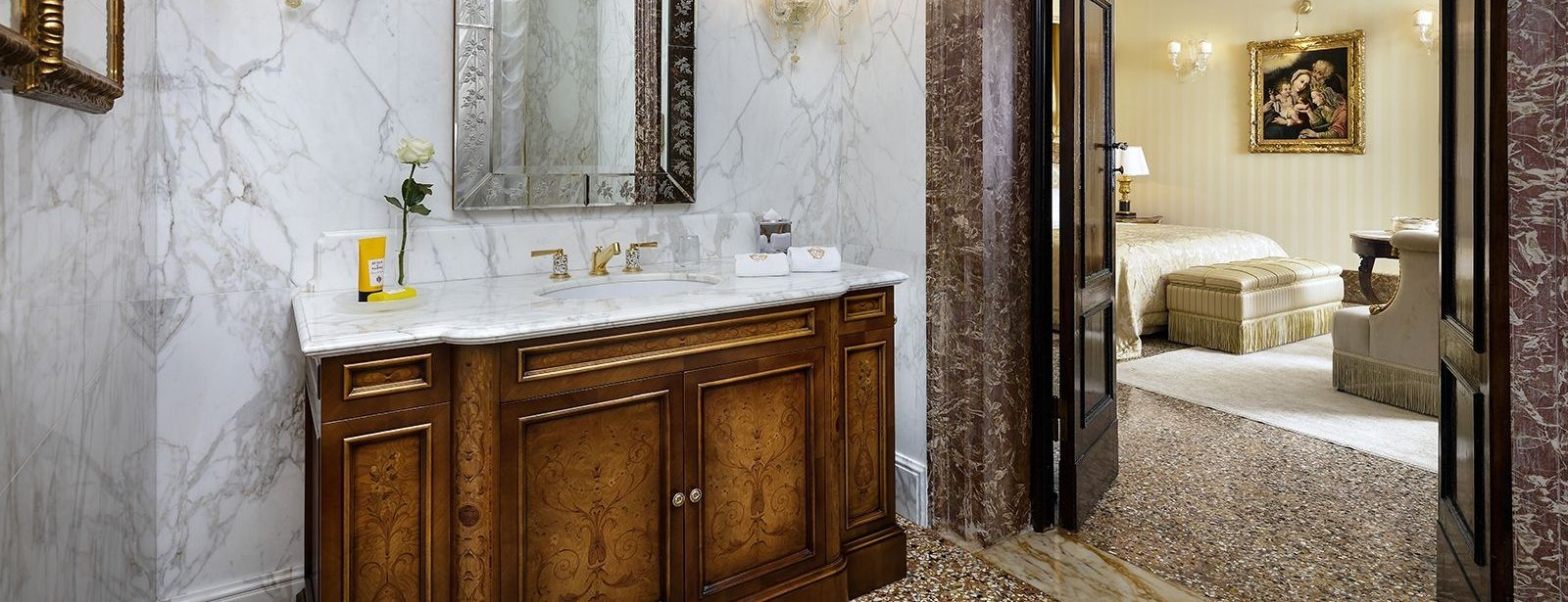 Royal Suite powder room